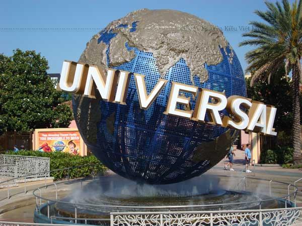 Universal Studios Singapore là một thế giới thần tiên thu nhỏ thực sự với 24 đại cảnh theo 7 chủ đề phim nổi tiếng thế giới là Hollywood, New York, Sci-Fi City, Ancient Egypt, The Lost World, Far Far Away và Madagascar.