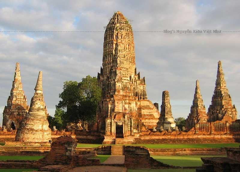 Biểu tượng của Ayutthaya. Công viên Lịch sử Ayutthaya gồm những tàn tích của đền thờ và cung điện thủ đô.