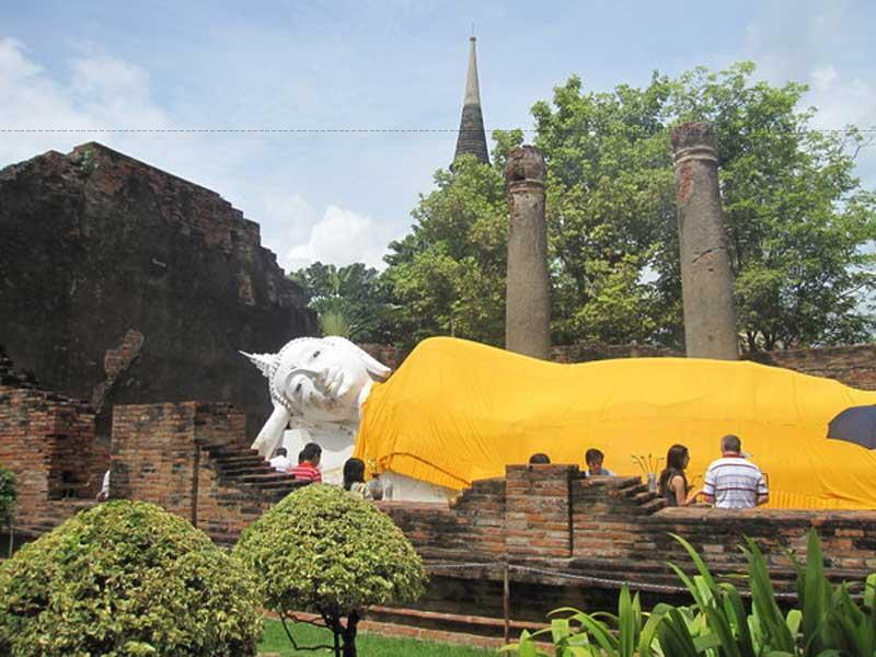 Đồng thời thành phố lịch sử Ayutthaya còn là một trong những di sản văn hóa có sức hấp ... Những tàn tích còn sót lại tại thành cổ đã tạo thành công viên lịch sử.