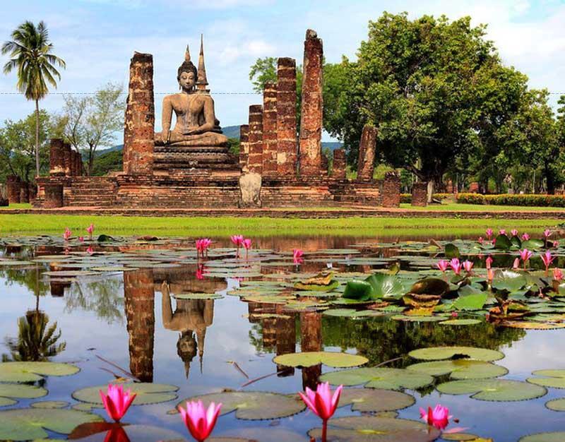 Ít phục hồi hơn Công viên lịch sử Sukhothai, nhưng không kém phần ấn tượng. Chúng tôi đến đó sớm - ánh sáng tốt hơn, mát hơn, hầu như không có ai ở đó.