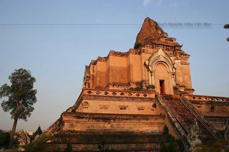 Chùa Wat Chedi Luang là báu vật Phật giáo nằm giữa thành phố Chiang Mai. Nổi tiếng với hình ảnh xác 3 vị sư ngồi thiên như còn sống.