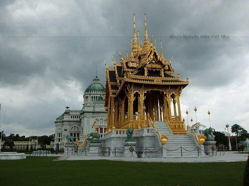 Có tuổi đời trên 100 năm, cung điện Ananta Samakhom hay cung điện Chitralada là tuyệt tác kiến trúc bằng đá có một không hai của Thái Lan.