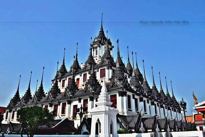 Loha Prasat hay Wat Ratchanatdaram là một trong những tòa nhà nguyên bản nhất ở Bangkok.