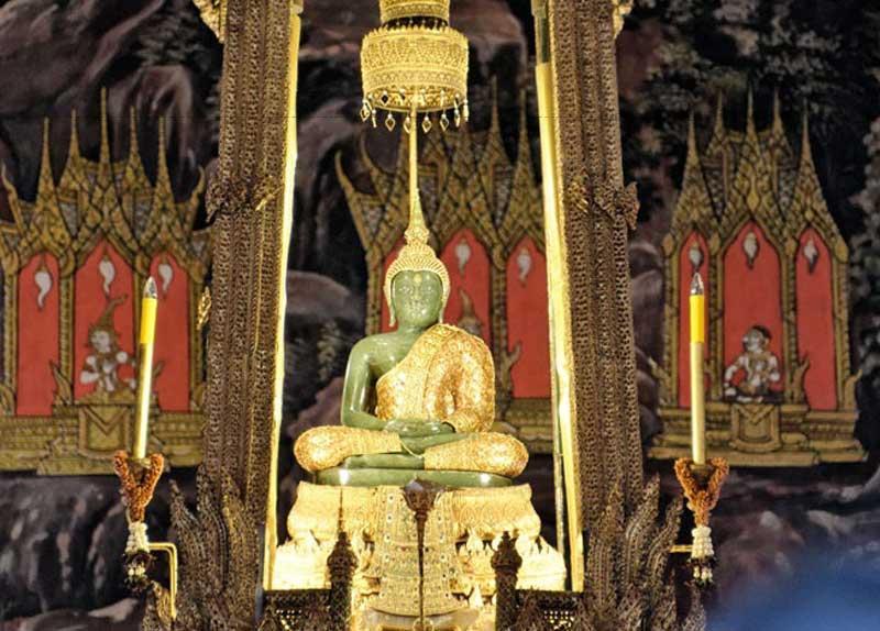 Chùa Phật Ngọc Wat Phra Kaew là một trong những địa điểm tâm linh vô cùng đặc biệt, được rất nhiều khách du lịch dừng chân mỗi năm.