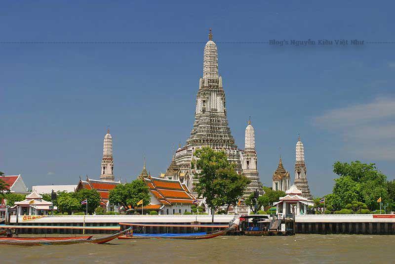 Bangkok có rất nhiều ngôi chùa với những nét đẹp riêng. Thời gian gần đây, chùa Wat Arun trở thành địa chỉ được du khách ghé thăm.