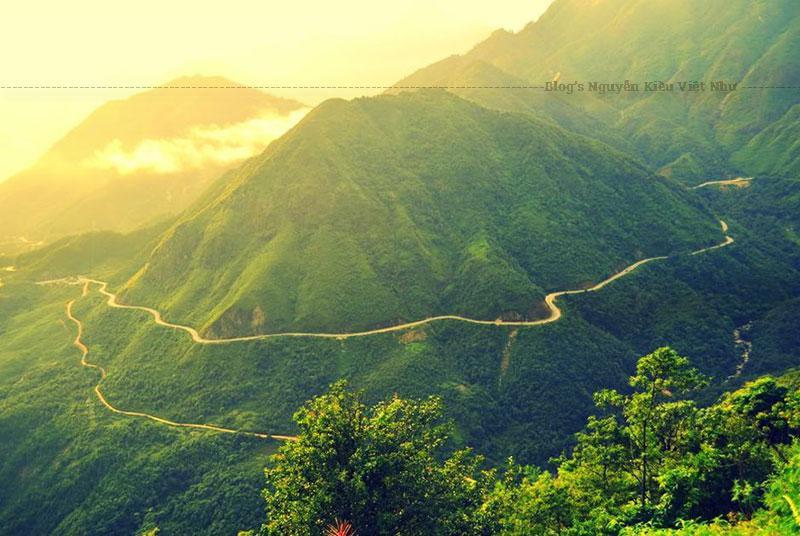 Người Lai Châu cũ (nay là Điện Biên) và Sơn La từ xa xưa còn lưu truyền câu chuyện kể về cuộc bàn thảo tìm cách vạch định ranh giới của hai địa phương bằng một cuộc đua ngựa vượt dốc Pha Đin.
