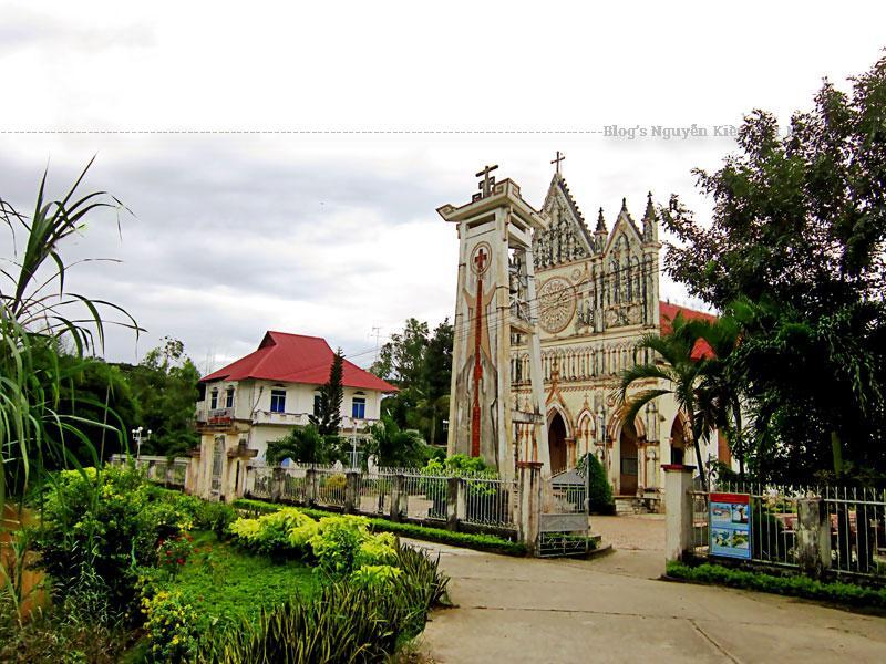Vì chiến tranh khiến nhiều tài liệu bị thất lạc, nên không rõ Giáo xứ Cái Đôi và nhà thờ Cái Đôi (bằng cây lá) được thành lập năm nào, chỉ còn biết từ năm 1891 về sau.