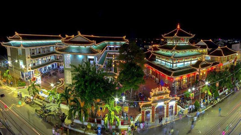"""Ở thời điểm năm 2009, thì miếu Bà Chúa Xứ Núi Sam là """"ngôi miếu lớn nhất Việt Nam""""."""