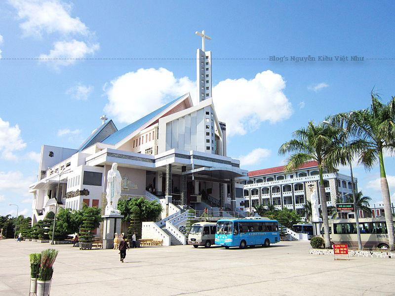 Nhà thờ Tắc Sậy nằm ngay trên con đường quốc lộ 1A, cách Bạc Liêu 37km thuộc địa bàn Ấp 2, xã Tân Long, huyện Giá Rai, tỉnh Bạc Liêu.