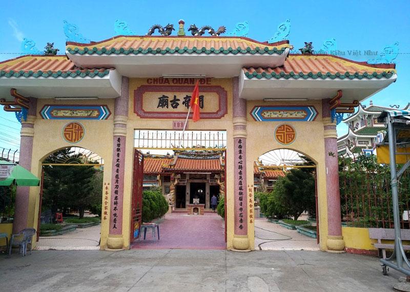 Quan Đế là một vị tướng thời kỳ cuối nhà Đông Hán và thời Tam Quốc ở Trung Quốc, là một hình tượng cho bậc chính nhân quân tử.