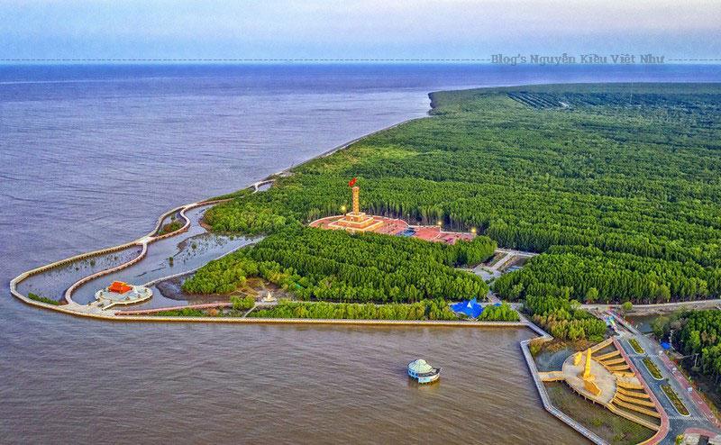 Vùng đất này hằng năm lấn ra biển hàng chục mét, do sự bồi đắp rất lớn.