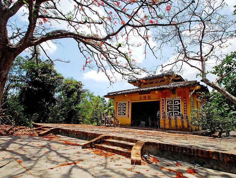 Không chỉ là nơi sinh hoạt văn hóa tín ngưỡng của người dân trong vùng, đình Tân Hưng còn là ngôi đình nổi tiếng trong lịch sử đấu tranh của nhân dân Cà Mau.