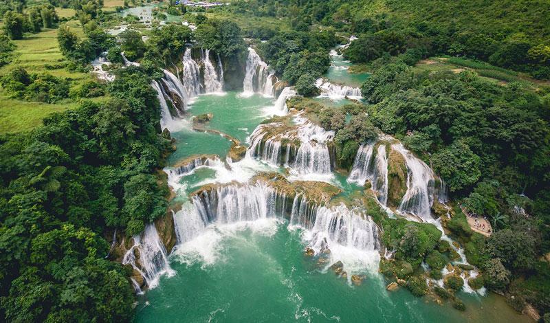 Thác Bản Giốc được biết đến là con thác đẹp nhất Đông Nam Á và là thác nước giữa biên giới lớn thứ 4 thế giới, làm người dân Cao Bằng luôn tự hào mỗi khi nhắc đến.