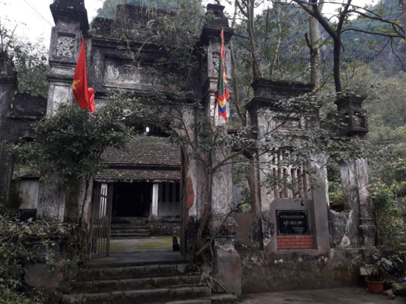 Gắn liền với Lễ hội Pháo Hoa huyện Quảng Uyên, Miếu Bách Linh là ngôi miếu cổ được UBND tỉnh công nhận là Di tích lịch sử văn hóa cấp tỉnh.