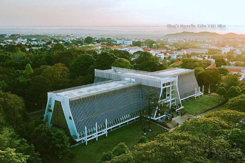 Từ năm 1955 đến 1975 thì nó trở thành nơi diễn ra các sự kiện quan trọng trong các cuộc kháng chiến chống thực dân Pháp và Đế quốc Mỹ. Và đến năm 1976 thì được thiết kế lại thành bảo tàng văn hóa các dân tộc Việt Nam tại Đắk Lắk.
