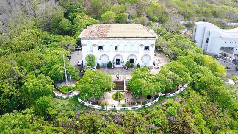 Sau khi chiếm được quyền cai trị Đông Dương, chính quyền thực dân Pháp đã cho san phẳng pháo đài để xây dựng một dinh thự dùng làm nơi nghỉ mát cho các Toàn quyền Đông Dương.