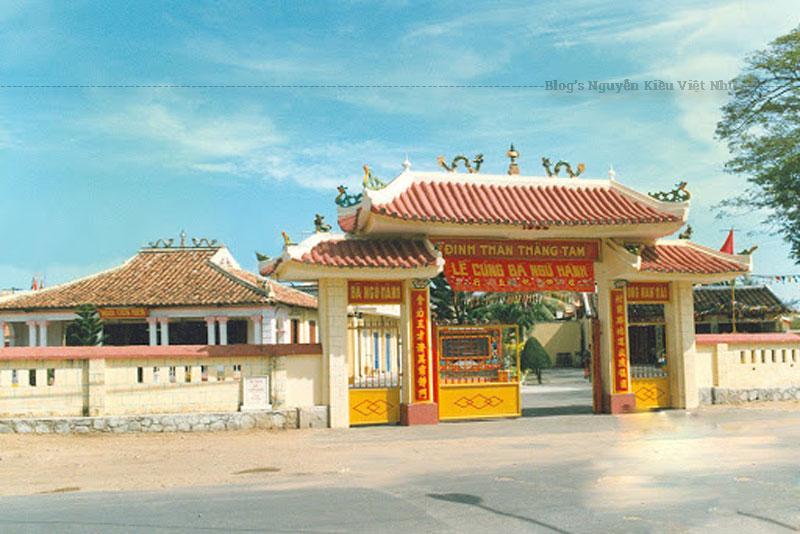 Ngôi đình này được xây dựng từ năm 1802 dưới thời vua Minh Mạng. Ban đầu, đình chỉ được xây dựng là những ngôi nhà tranh vách lá.