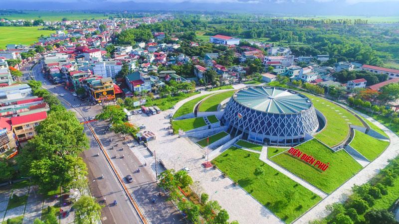 Điện Biên Phủ là một cánh đồng rộng lớn nhất, đông dân và giàu có nhất vùng Tây Bắc.