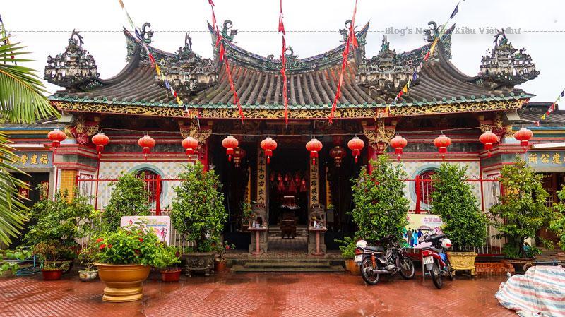 Một ngôi chùa người Hoa lúc bấy giờ luôn có ý nghĩa to lớn. Nó không chỉ là một nơi thể hiện tôn giáo mà còn là nơi hội họp, bàn bạc và giao lưu văn hóa giữa những người Hoa di cư lúc bấy giờ.