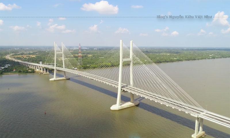 Cầu Cao Lãnh là cây cầu dây văng được xây dựng bắc qua sông Tiền, nối liền thành phố Cao Lãnh và huyện Lấp Vò của tỉnh Đồng Tháp, Việt Nam.