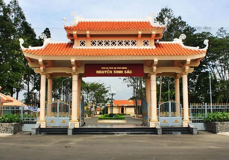 Để tưởng nhớ công ơn của cụ, chính quyền và nhân dân Đồng Tháp đã xây dựng khu lăng mộ cụ Nguyễn Sinh Sắc để mọi người trong và ngoài tỉnh đến viếng thăm và thắp nén hương tưởng nhớ cụ. Công trình hoàn thành năm 1977 và được xếp hạng Di tích cấp Quốc gia vào năm 1992.