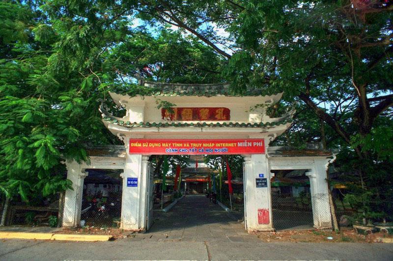 Năm Mậu Dần (1878), Văn Thánh Miếu được dời đến vị trí hiện nay (đường Lý Thường Kiệt, phường 1, thành phố Cao Lãnh).