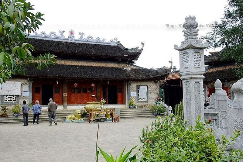Từ đó mà ngôi đền này được lập nên để thờ 2 cô gái đồng trinh này và lấy tên là Đền Đôi Cô.