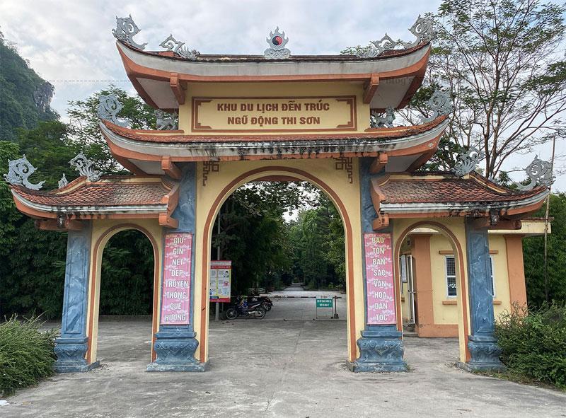 Đền Trúc được tu sửa nhiều lần, lần cuối cùng vào những năm đầu của thế kỷ XX. Hiện nay đền còn lại tòa tiền đường và hậu cung.