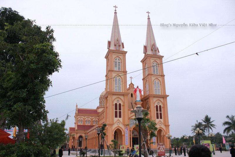 Cộng đoàn Nghĩa Yên hiện có gần 4.500 tín hữu, dưới sự coi sóc của cha Phêrô Nguyễn Thái Từ và cha phó Phaolô Văn Đình Dũng.