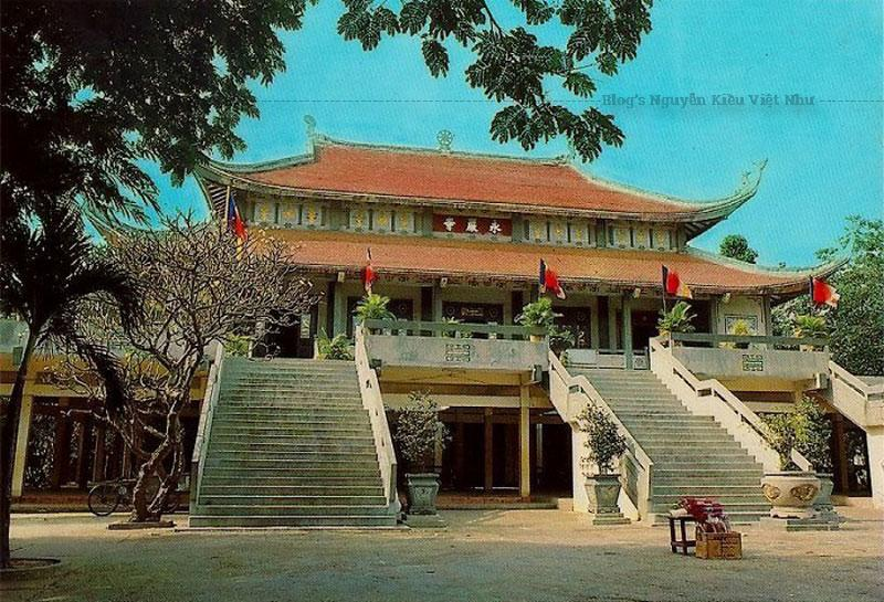 Chùa được xây dựng từ thời Trần, gắn với truyền thuyết cổ xưa xứ Thiên Cầm. Đó là sự tích Bà Chúa Ba – tức công chúa Diệu Thiện, con gái của vua Sở Trang Vương nước Sở đã đến tu hành và đắc đạo ở đây.