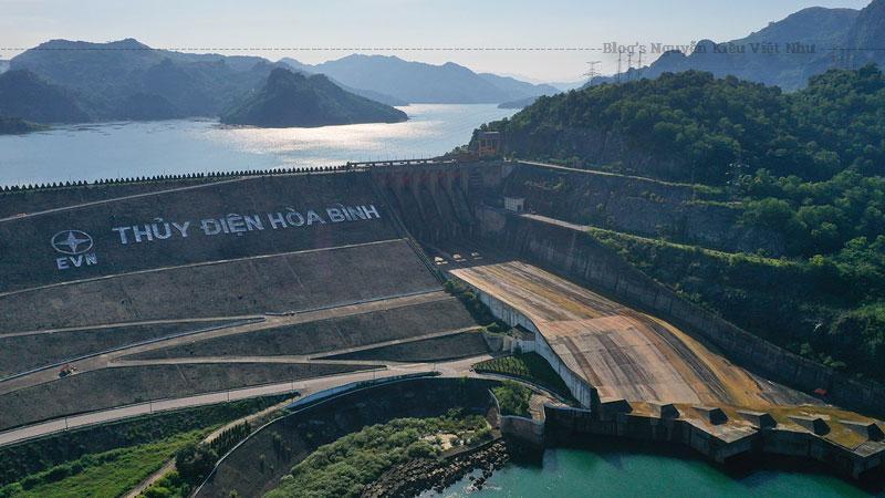 Công trình Thủy điện Hòa Bình khởi công xây dựng ngày 6/11/1979, khánh thành ngày 20/12/1994.