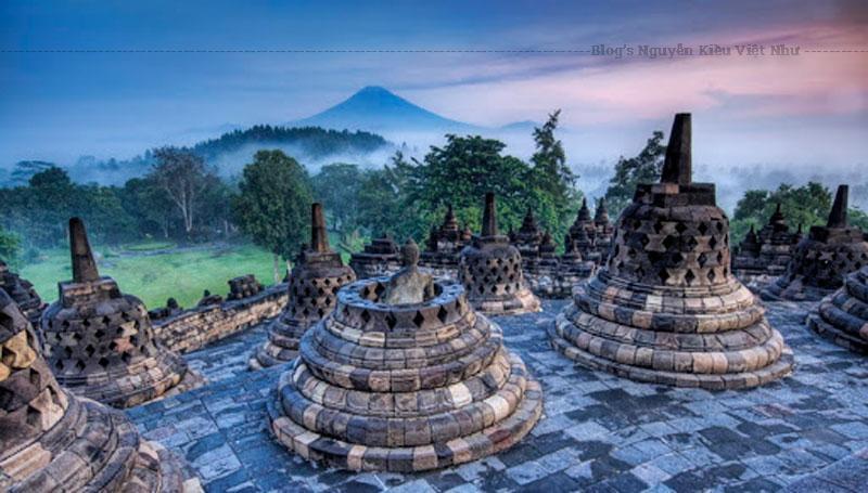 Nguồn gốc của tháp Borobudur đến nay vẫn còn là một điều bí ẩn. Có ý kiến cho rằng, tháp Borobudur bắt nguồn từ Campuchia.