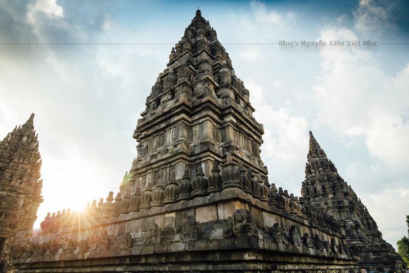Trận động đất lớn năm 2006 làm cho khu đền bị hư hỏng nghiêm trọng. Khu đền phải đóng cửa đối với khách tham quan để phục dựng.