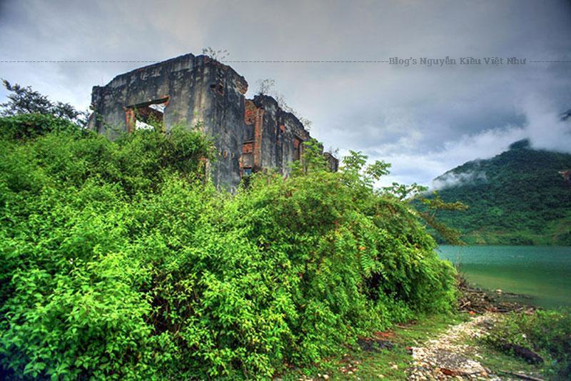 Dinh thự Đèo Văn Long được công nhận di tích lịch sử cấp tỉnh vào năm 1980. Từ năm 2006, một năm sau khi phát lệnh khởi công thủy điện Sơn La, dự án bảo tồn di sản văn hóa vùng lòng hồ giai đoạn 2006 - 2010 được thiết lập, dinh Đèo Văn Long cũng nằm trong phương án phục dựng.