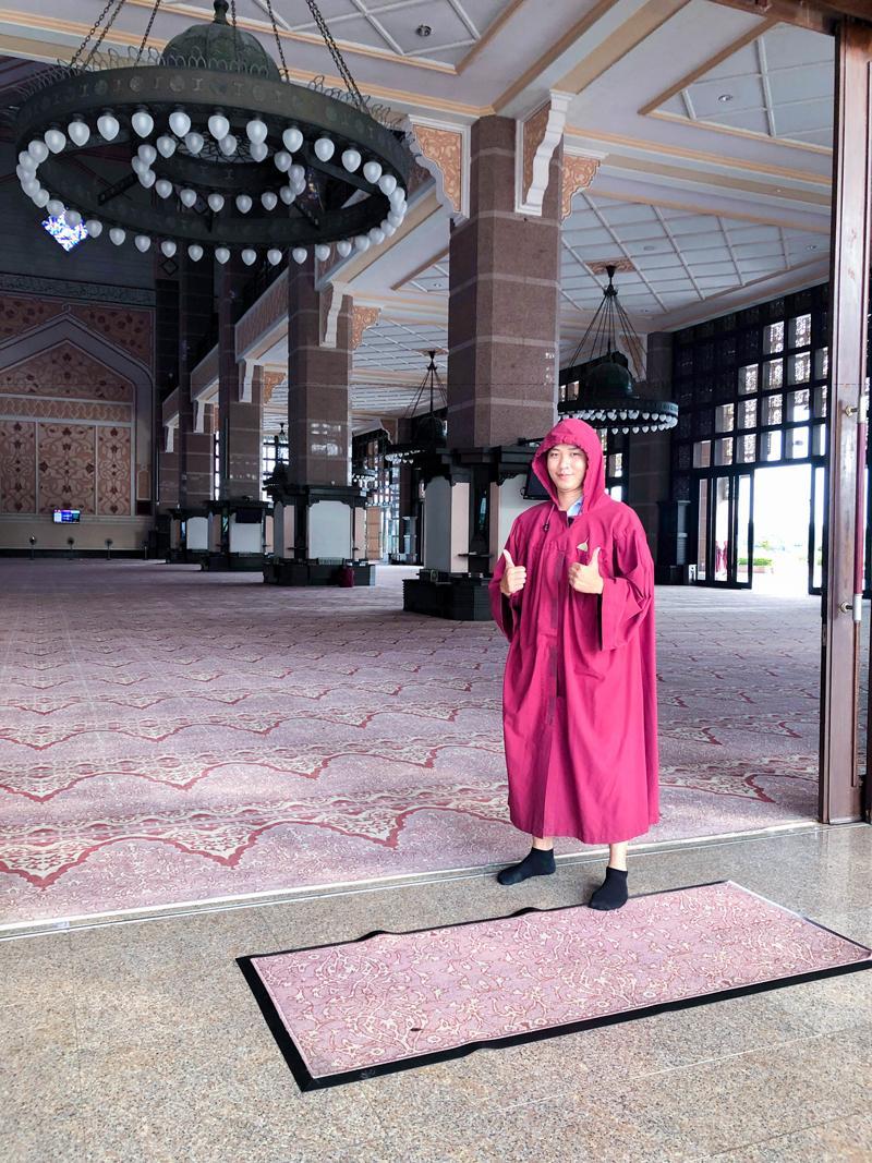 Thánh đường Putra được hoàn thành năm 1999 là một trong các thánh đường Hồi giáo hiện đại nhất thế giới.