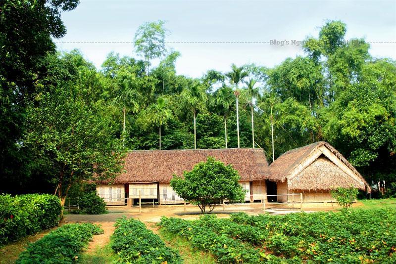 Ngôi nhà đơn sơ, mộc mạc của Bác Hồ tại làng Sen.