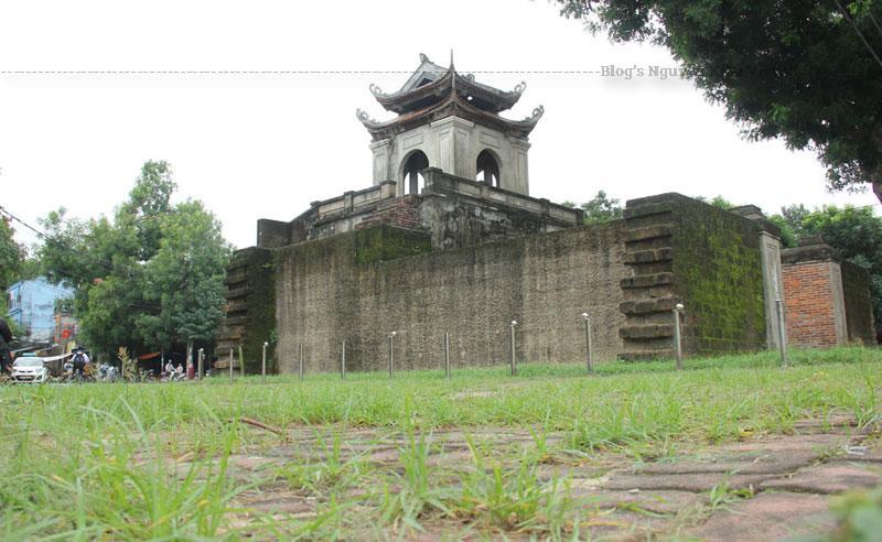 Mãi đến năm 1831 vua Minh Mạng mới cho xây lại thành bằng đá ong theo kiểu vô băng. Thành có 6 cạnh, chu vi dài 603 trượng tương đương 2.412 m; cao 4,42 m; diện tích 420.000 m2, bao xung quanh có hào rộng 28 m, sâu 3,2 m.