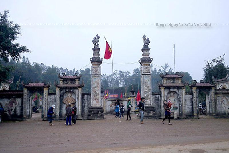 Có dịp đến Nghệ An, bạn không nên bỏ qua một chuyên tham quan, vãn cảnh đền Quả Sơn, để có thể tìm đến chốn thanh tịnh, xua tan đi mọi mệt mỏi, lo toan của cuộc sống và khám phá những nét đẹp về văn hóa, truyền thống nơi đây.