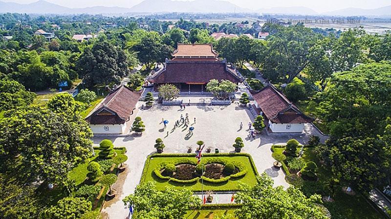 Được đánh giá là một trong những di tích đặc biệt quan trọng của quốc gia, khu di tích Kim Liên được Nhà nước Việt Nam đặc biệt chú trọng đầu tư trong nhiều năm qua. Hằng năm, khu di tích đón tiếp hàng triệu khách tham quan trong và ngoài nước tới viếng thăm.
