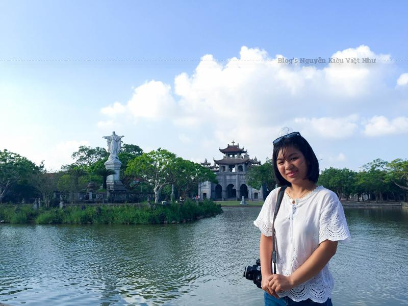 Nhà thờ Phát Diệm được xây dựng hoàn toàn bằng vật liệu đá và gỗ lim. Gỗ được lấy từ nhiều địa phương như Nghệ An, Thanh Hoá, Sơn Tây…