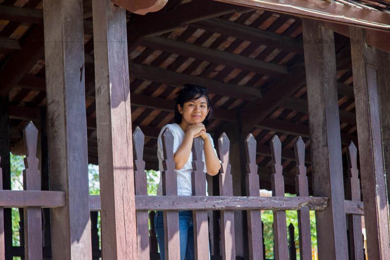 Ban đầu cầu được xây dựng bằng thân những cây gỗ to, những tấm gỗ lớn, cầu rộng để cho người dân đi lại thoải mái. Do thời gian bị hư hại, đến năm 1902 cây cầu này được thay thế bằng một cây cầu ngói.