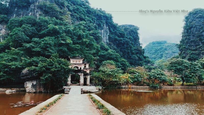 Chùa Bích Động là một kiểu chùa trong hang động rất phổ biến ở Ninh Bình, những ngôi chùa khác tiêu biểu như chùa Bái Đính, chùa Địch Lộng, chùa Cánh Diều, chùa Kỳ Lân, chùa Hoa Sơn, chùa Hang,...