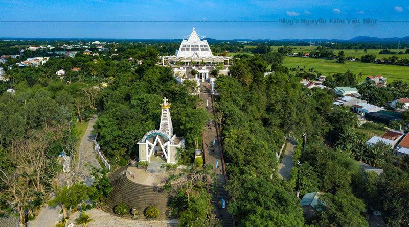 Ngày 21 tháng 9 năm 1885, phe giáo dân chiếm lại bộ chỉ huy của Văn Thân đặt trên Ðồi Bửu Châu. Trà Kiệu được giải vây từ đó. Ðêm đến, mọi người họp nhau trong nhà thờ sốt sắng tạ ơn Thiên Chúa, nhất là Thánh Mẫu Maria.