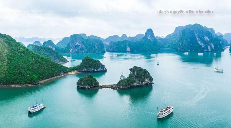 Vịnh Hạ Long là một vịnh nhỏ thuộc phần bờ tây vịnh Bắc Bộ tại khu vực biển Đông Bắc Việt Nam, bao gồm vùng biển đảo của thành phố Hạ Long thuộc tỉnh Quảng Ninh.