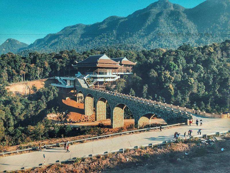 Đây vốn là một ngôi chùa lớn, với những công trình đồ sộ nhưng đã bị hủy hoại theo thời gian, nay chỉ còn lại một vài dấu tích trên mặt đất. Năm 2002, Thiền viện Trúc Lâm Yên Tử đã được xây dựng lại.