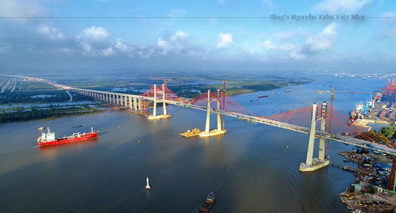 Dự án đầu tư xây dựng cầu Bạch Đằng và đường dẫn được xây dựng trên tỉnh Quảng Ninh và TP Hải Phòng, có chiều dài gần 5km, mặt cầu rộng 25m, thiết kế bốn làn xe, vận tốc tối đa 100 km/giờ.