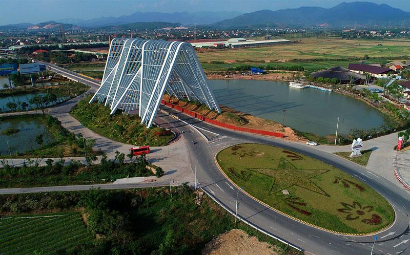Công trình được thiết kế bởi kiến trúc sư người Tây Ban Nha Salvador Perez Arroyo, là người đã thiết kế bảo tàng tỉnh Quảng Ninh.