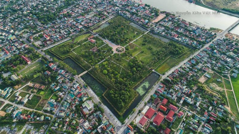 Trong những năm 1809-1945 nhà Nguyễn lấy làm thành lũy quân sự và trụ sở hành chính. Từ năm 1929, Pháp xây dựng thêm nhà lao ở đây và biến nơi đây thành nơi giam cầm các những người có quan điểm chính trị đối lập.