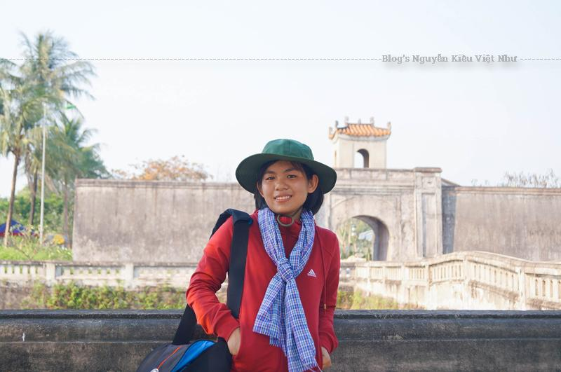 Thành được xây theo lối kiến trúc Quảng Trị với tường thành bao quanh hình vuông được làm từ gạch nung cỡ lớn; kết dính bằng vôi, mật mía và một số phụ gia khác trong dân gian. Thành trổ bốn cửa chính ở các phía Đông, Tây, Nam, Bắc.