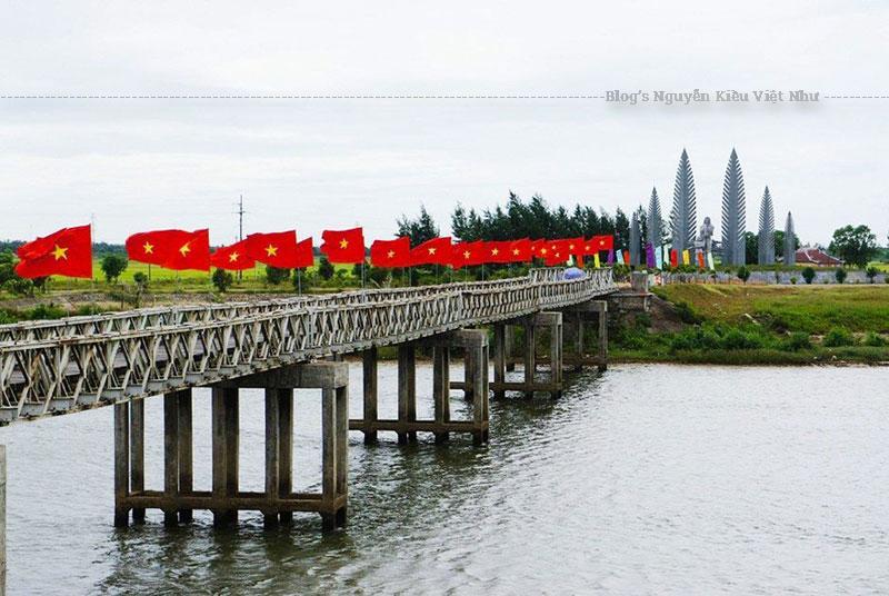 Cuộc kháng chiến 21 năm bên bờ Hiền Lương là cuộc kháng chiến chống Mỹ cứu nước đầy hy sinh gian khổ của quân và dân ta.